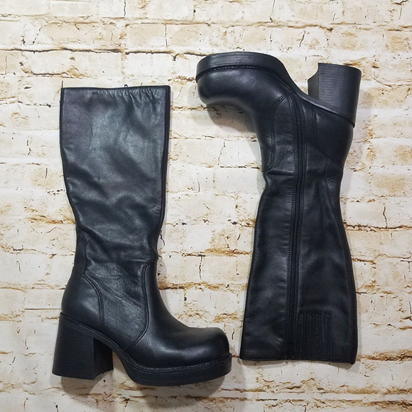 935fb891597fc Vintage 90's Grunge Leather Chunky Heel Boots